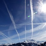 飛行機雲はなぜできる?その原理を簡単に!